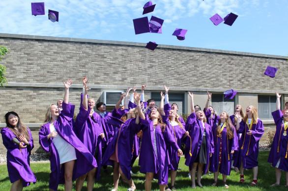 Lễ tốt nghiệp của các học sinh Michigan Lutheran High School